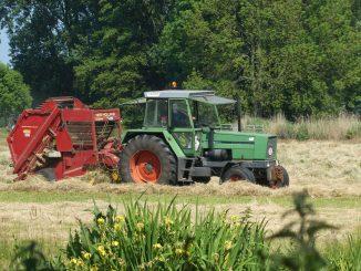 Hay Picker Tractor Farm Area  - Elsemargriet / Pixabay