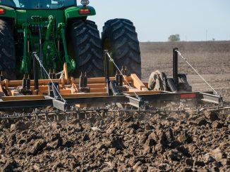 Farm Farmer Machine Ground Soil  - Ernestovdp / Pixabay